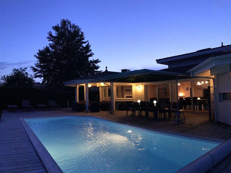 BASSIN D'ARCACHON : MAGNIFIQUE VILLA AVEC PISCINE CHAUFFEE (12 personnes), holiday rental in Andernos-les-Bains