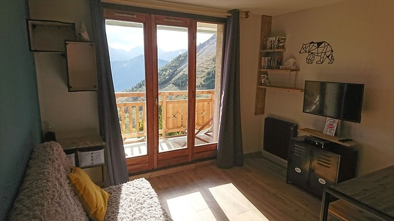 Nilak ,Appart design , sud , alpe d huez, 4P , wifi, holiday rental in L'Alpe-d'Huez