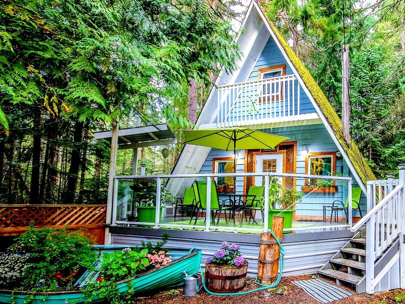 Stones Throw Cottage Retreat In Old Growth Forest, holiday rental in Qualicum Beach