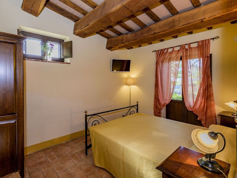 Gorgeous Apartment in Monte San Martino with Pool, holiday rental in Smerillo