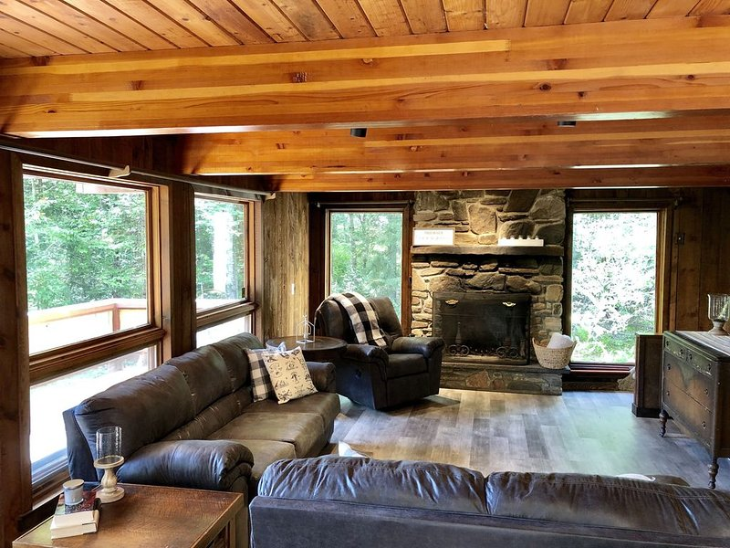 Charming Family Ski Chalet Less Than 5 minutes Drive to Okemo/Jackson Gore, vacation rental in Mount Holly
