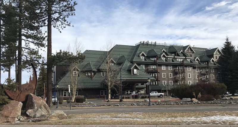 South Lake Tahoe Sleeps 8, Great location for  SnowGlobe Music Festival!, vacation rental in South Lake Tahoe