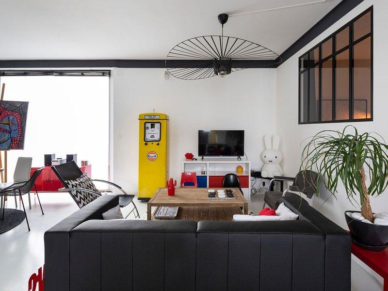 Le 32 - Loft Pop Art - 3 chambres avec parking privé, holiday rental in Saint-Sulpice-la-Foret
