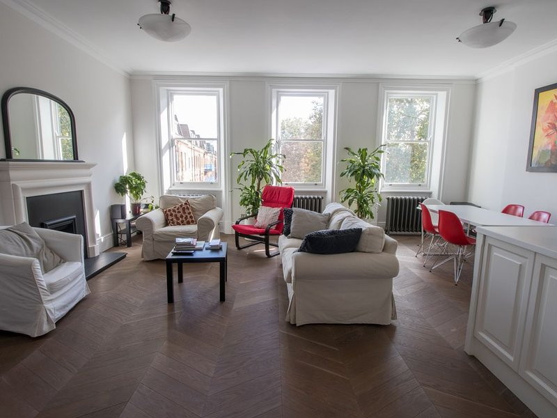 NEW! BEAUTIFUL 2 BED 2 BATH APARTMENT IN CHELSEA AND KENSINGTON, vacation rental in London