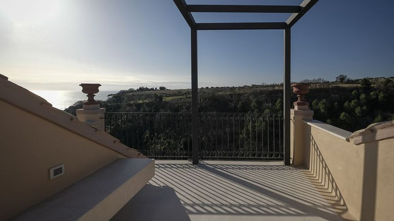 Restored house in the heart of Torre di Palme dominant Adriatic Sea, alquiler vacacional en Fermo