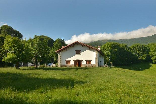 Casa Rural Borda Lenco para 8 personas, vacation rental in Esteribar