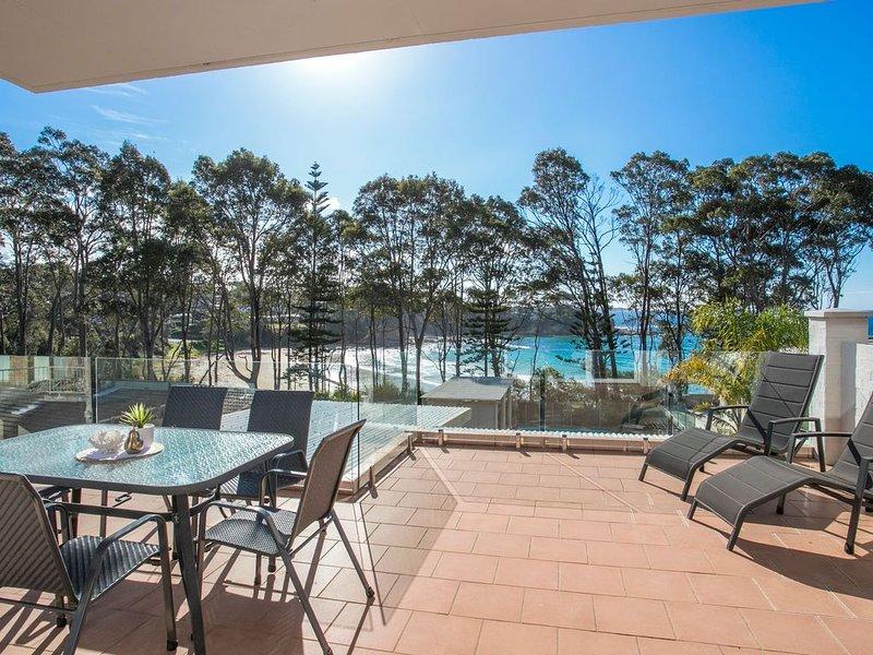 Batemans Bay's Beach Holiday apartment 200 mts to Denhams and Surf Beach, holiday rental in Batehaven