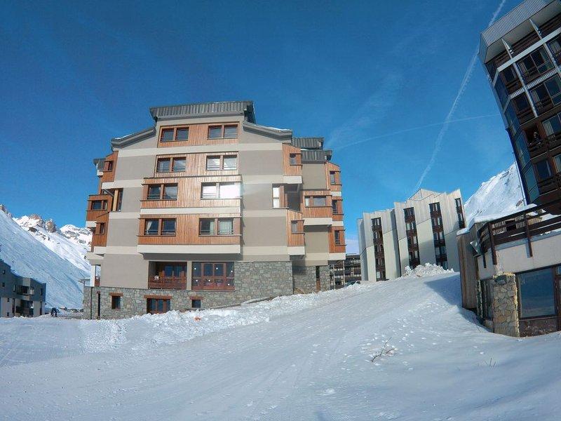 AU  PIEDS DES PISTES -Location du DIMANCHE au DIMANCHE  - IMMEUBLE AVEC GARDIEN, holiday rental in Tignes
