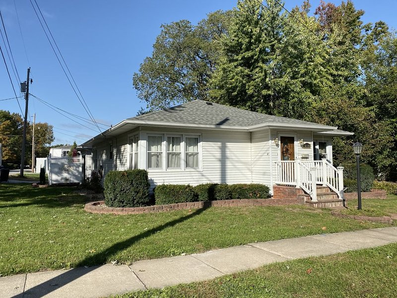 Quiet and comfortable home right in the heart of Pike County, Pittsfield IL, holiday rental in Clarksville