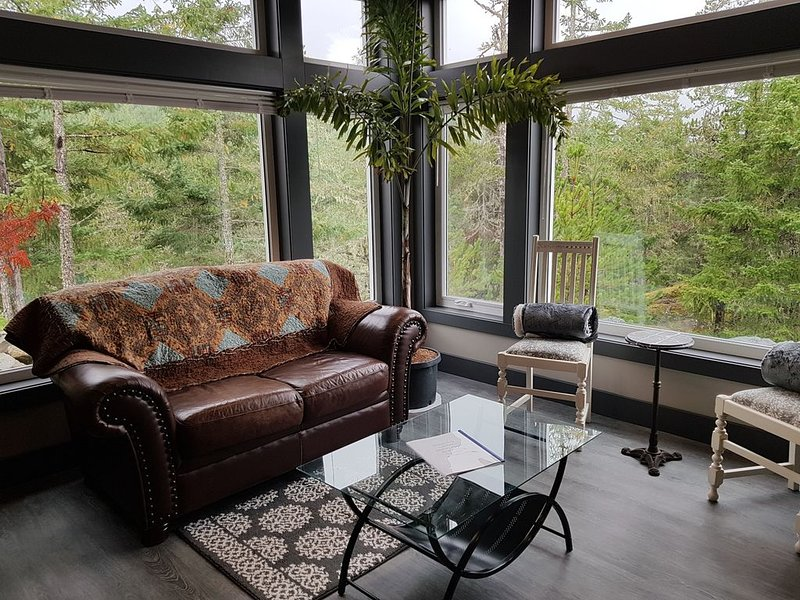 Trail Top - Forest Garden Suite - On the Great Trail over Greater Victoria!, location de vacances à Highlands