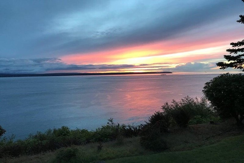 Welcome to The Good Place on Whidbey Island!, holiday rental in Freeland