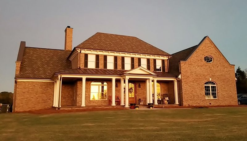 Beautiful Home located on 33 acres conveniently located 1.5 miles from I-85., holiday rental in Linwood