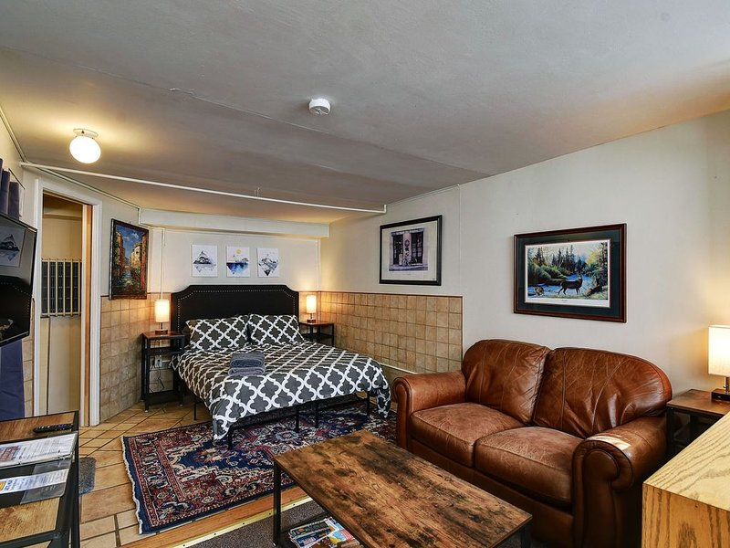 The Hiker's Haven - Downtown, Cozy + Pets Okay!, vacation rental in Leadville