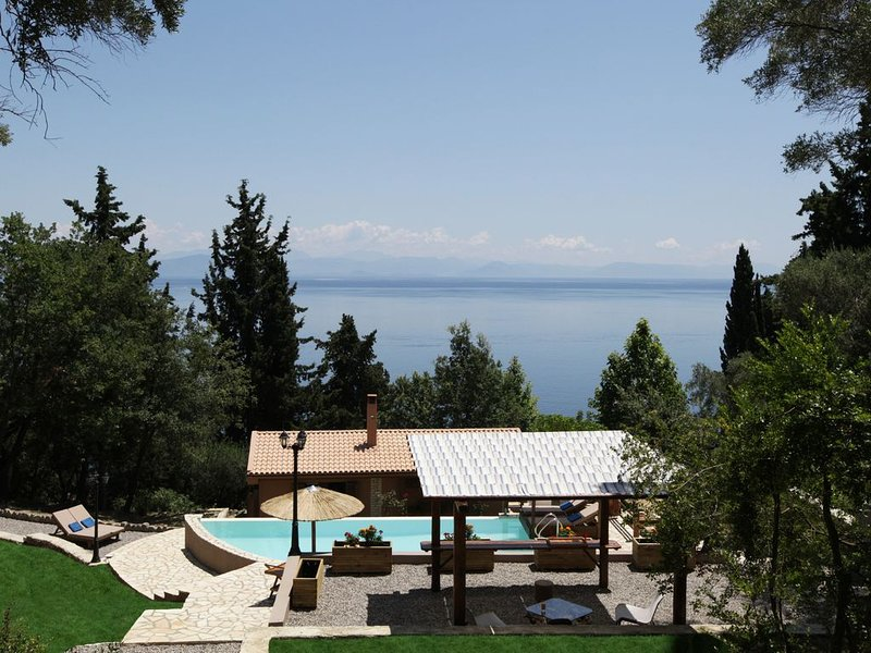 EDEM Villa, Private Pool and Beach, holiday rental in Achilleio