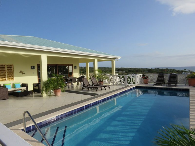 Private romantic retreat, ideally located, panoramic views, walk to the beach., vacation rental in Nevis