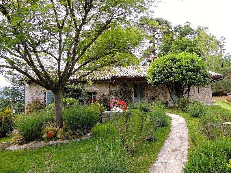 Luxury Villa Near Todi, Umbria, Sleeps 6, Ferienwohnung in Romazzano