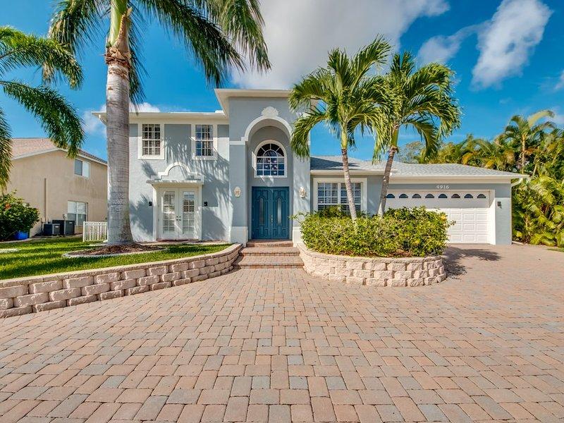 Villa / 5 BR / premium waterfront location with private pool, spa, boat dock, T, location de vacances à Cape Coral