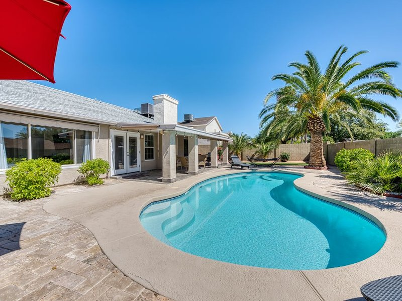 Resort Style family home with heated pool, vacation rental in Paradise Valley
