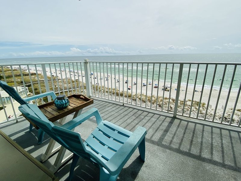 Sunrise to Sunset Beachside Retreat. Breathtaking Gulf of Mexico Views!, location de vacances à Perdido Key
