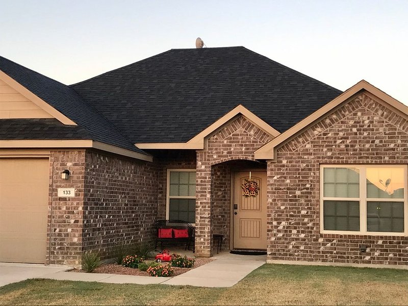 **Cabernet Cottage** Sleeps 6. Minutes to Casino, Concerts, Lake, College, holiday rental in Mead