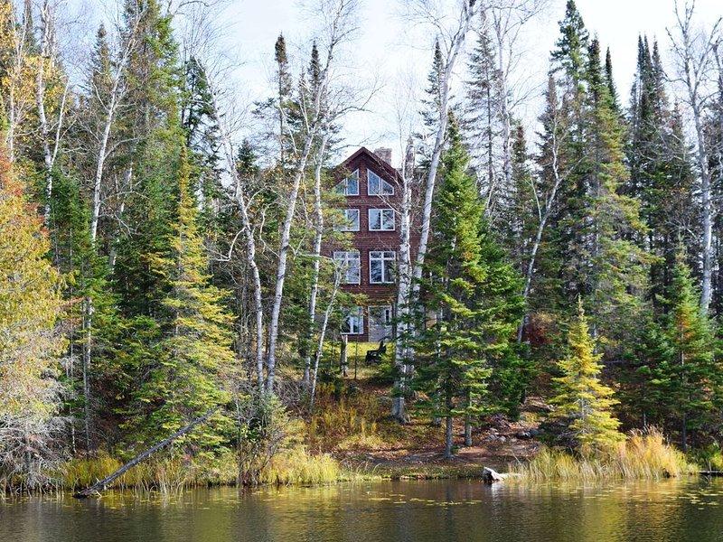 Private Luxury Lake Lodge *Jacuzzi*Fireplace*PingPong*Wifi*XCSki*Quiet, vacation rental in Bigfork