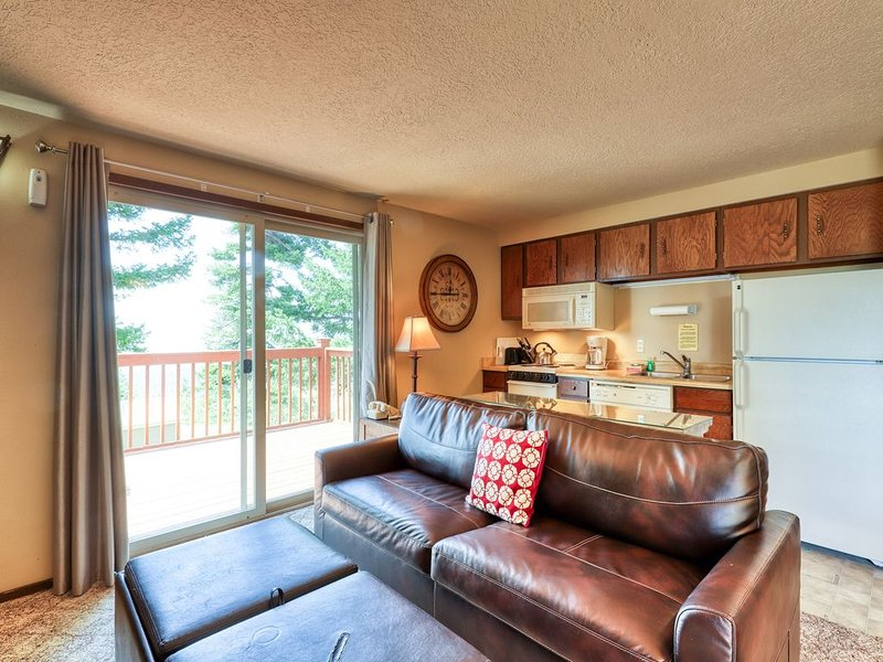 Alpine townhome w/ a shared hot tub plus ski-in & adventure access!, holiday rental in Horseshoe Bend