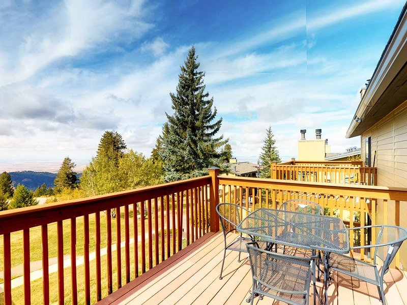 Gorgeous condo w/ shared hot tub & beautiful views - close to the slopes & Boise, holiday rental in Horseshoe Bend