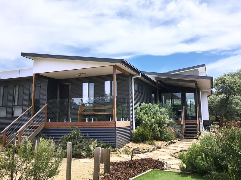 Dune Haven. Closest house to beach. Pet friendly. Free Wifi and N/flix, holiday rental in Venus Bay