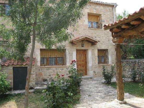 Casa rural (alquiler íntegro) El Fresno para 10 personas, aluguéis de temporada em Pedraza