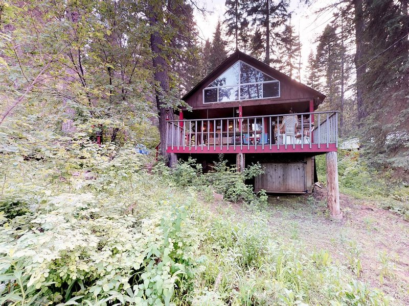 Dog-friendly cabin w/ a great outdoor space in a peaceful location, location de vacances à Cascade