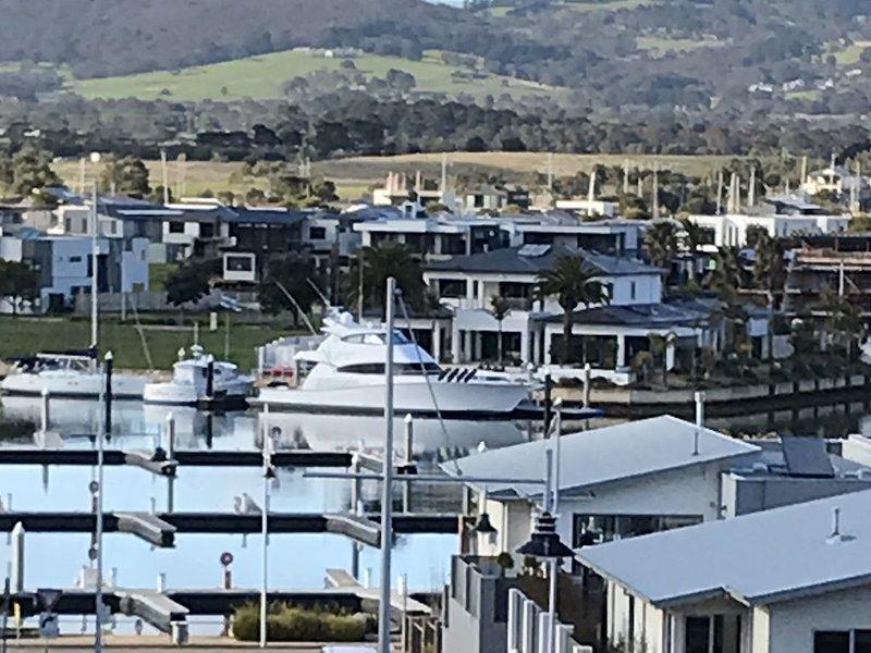 Luxurious home, Walk to Beach, Walk to Martha Cove Village, Pet friendly, vacation rental in Merricks North