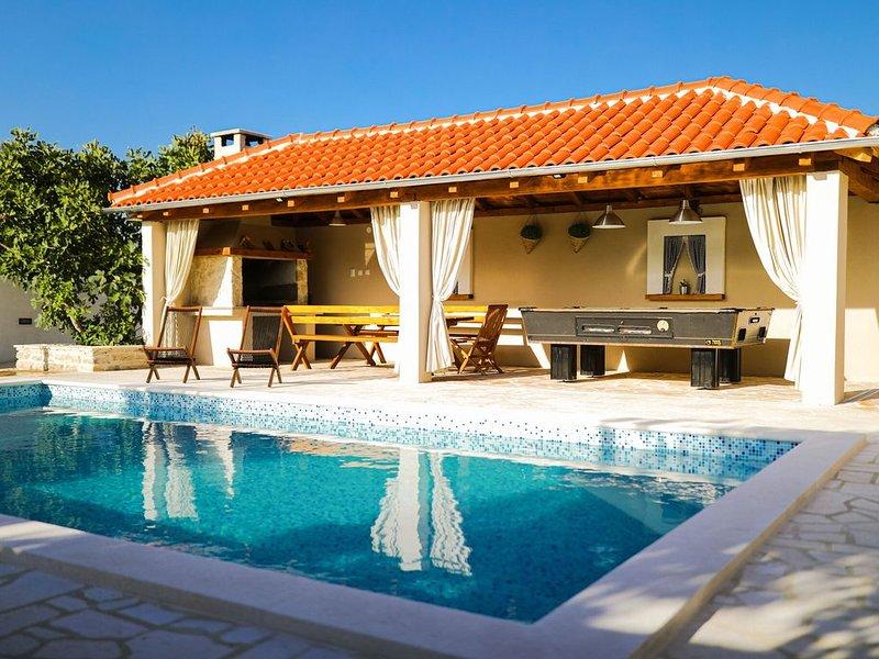 Attractive Villa in Pridraga with Swimming Pool, casa vacanza a Pridraga