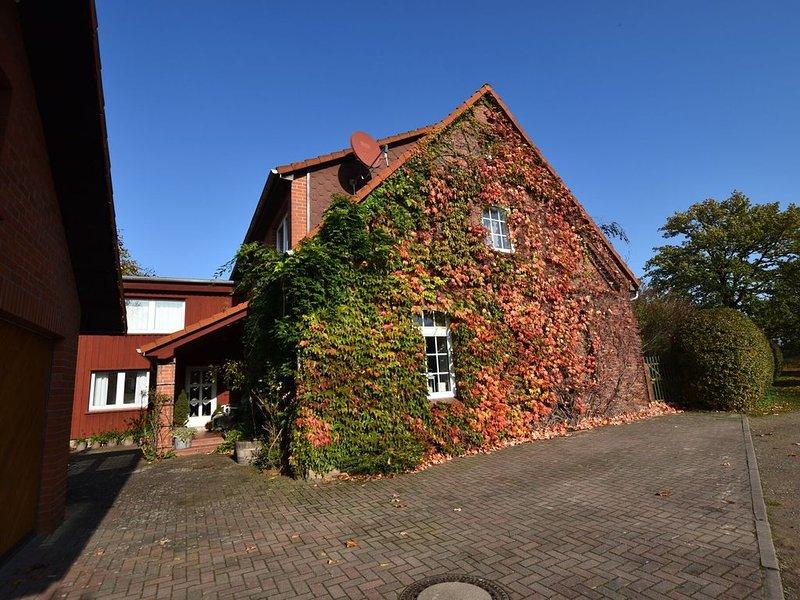 Apartment in Alt Bukow with Terrace, Garden, Heating, casa vacanza a Goldberg