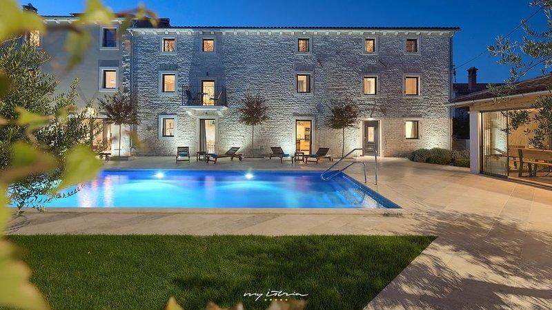 Beautiful stone villa with pool in Kringa, holiday rental in Kringa