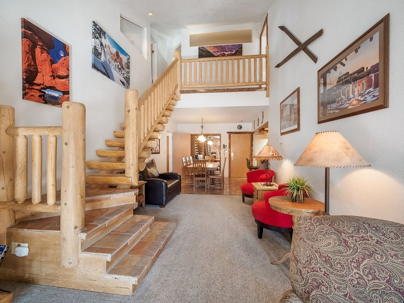 SKI IN/OUT Five Star Condo - Beautifully Appointed Best Priced 5BR/4BA, vacation rental in Frisco