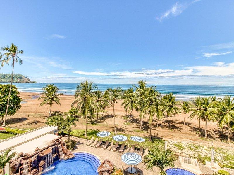 Upscale, beachfront condo with shared pool and spacious balcony!, casa vacanza a Jaco