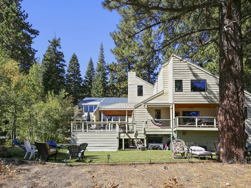 7/5.5  (5k ft) QUIET- 16 adults & 10+ children under 16 (per Placer Cty STR), holiday rental in Truckee