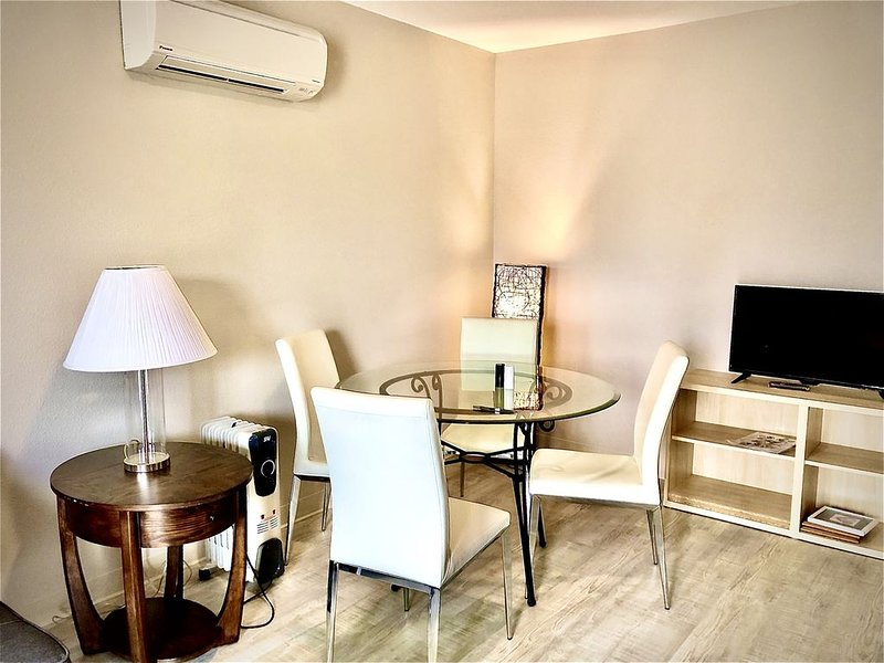 Suite 205 - 2 Bedroom Apt - PET FRIENDLY, holiday rental in Seaview
