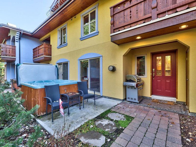 Beautiful 2 Bedroom Townhouse, close to the village, and hiking/biking trails  . – semesterbostad i Sun Peaks