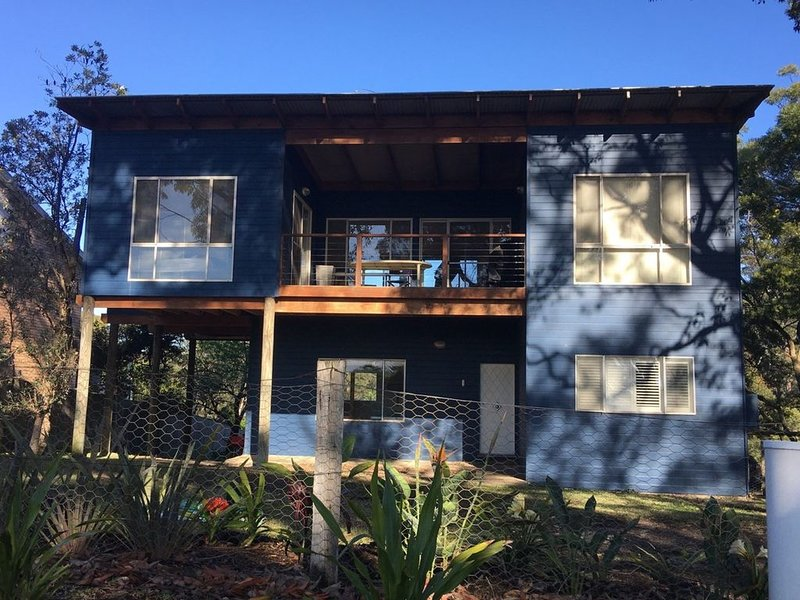 The Blue House at Durras, holiday rental in East Lynne
