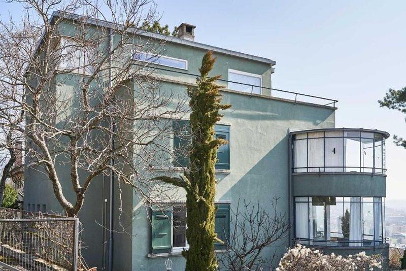 Ferienwohnung Biel/Bienne für 2 Personen mit 1 Schlafzimmer - Penthouse-Ferienwo, vacation rental in Moutier