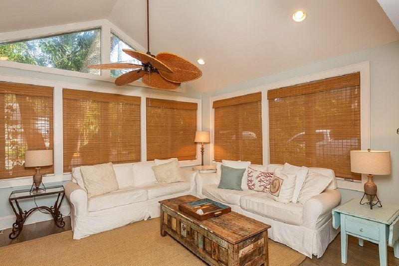 Dreamy Vacation Home with Private Pool, vacation rental in Isle of Palms