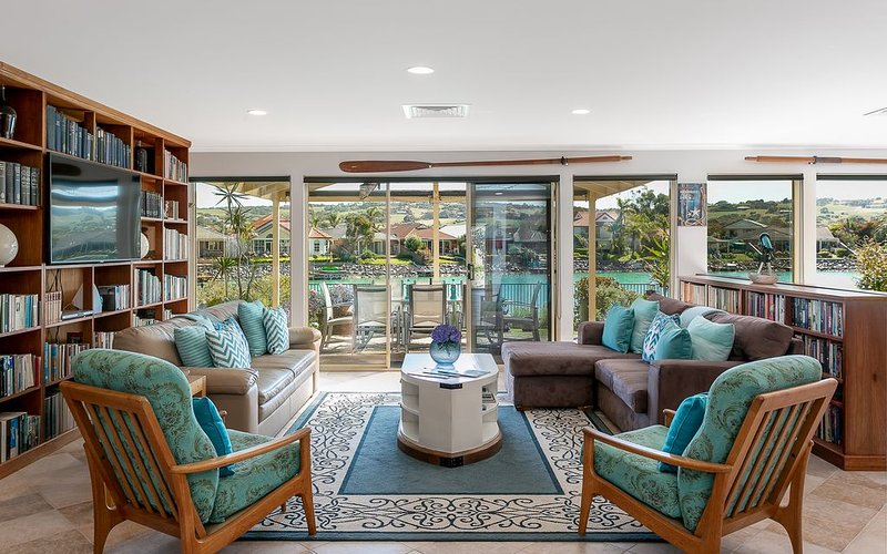 Seas the Day - Lakefront getaway by the beach, holiday rental in Encounter Bay