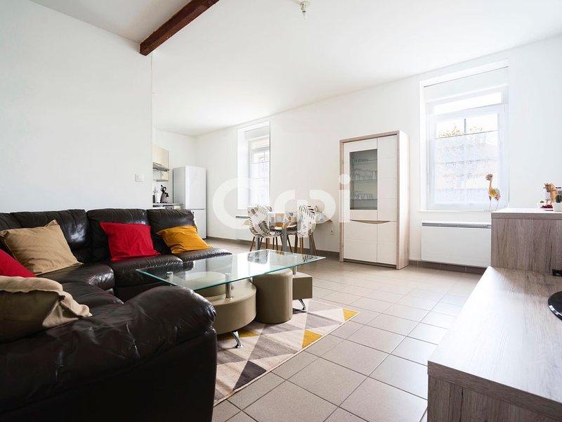 Maison Duplex 73 m2 meublé  2 ch / 2-5 personnes / triangle Lille Arras Lens, holiday rental in Courrieres