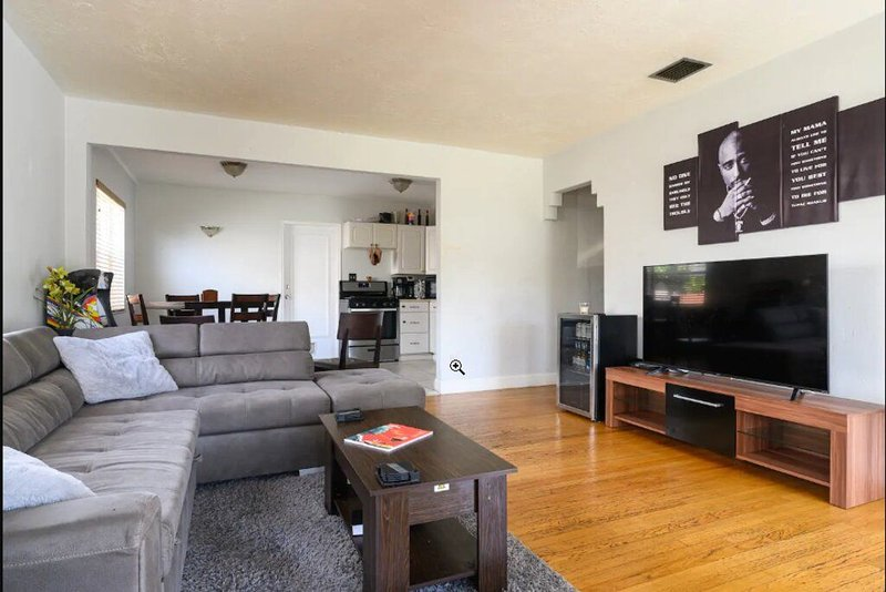 Cozy 2BR House (DTWN HLWD) - Fun Time, holiday rental in West Hollywood