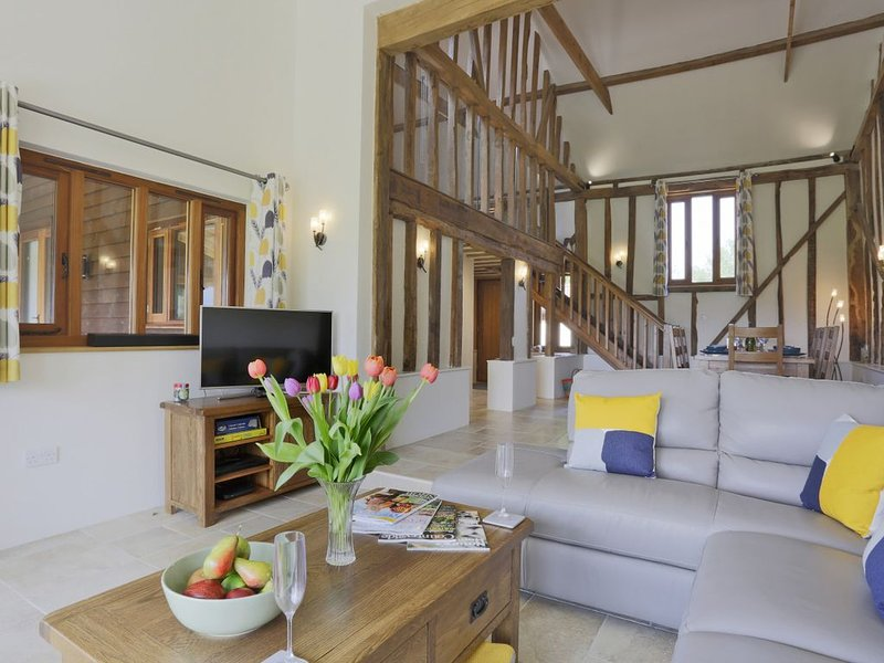 Dunnetts Farm Barn - Three Bedroom House, Sleeps 6, holiday rental in Heveningham