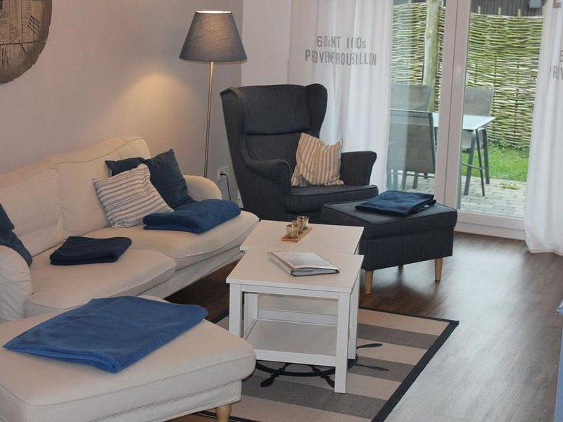 Blue - gemuetlich eingerichtete FeWo fuer 4 Pers., Terrasse, Grill, Hunde erlaub, vacation rental in Born