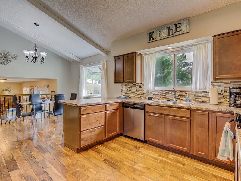 'Wonderful' Spacious 5BR Colorado Springs House, holiday rental in Cimarron Hills