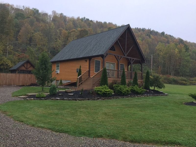 Hot Tub Cabin at Rough and Ready, holiday rental in Wellsville