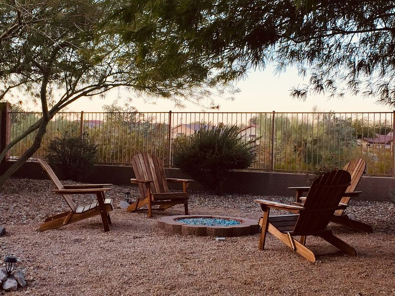 Desert getaway mins from golf & hiking trails, aluguéis de temporada em Goodyear